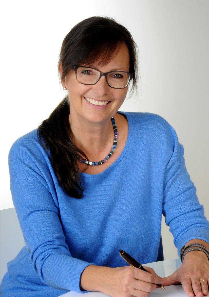 Fotografie-Marion-Mutschler-Portrait-Frau-Brille-Business-01