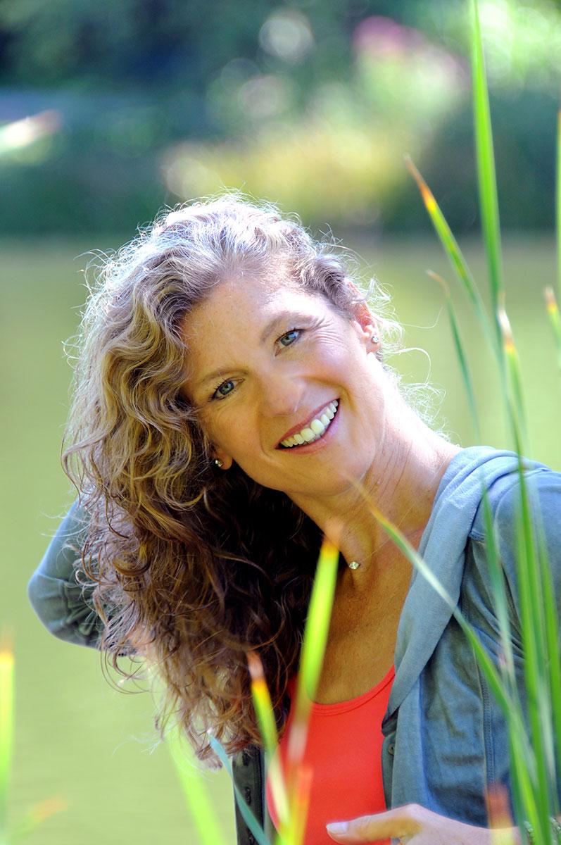 Fotografie-Marion-Mutschler-Portrait-Wiese-Natur-Frau-01